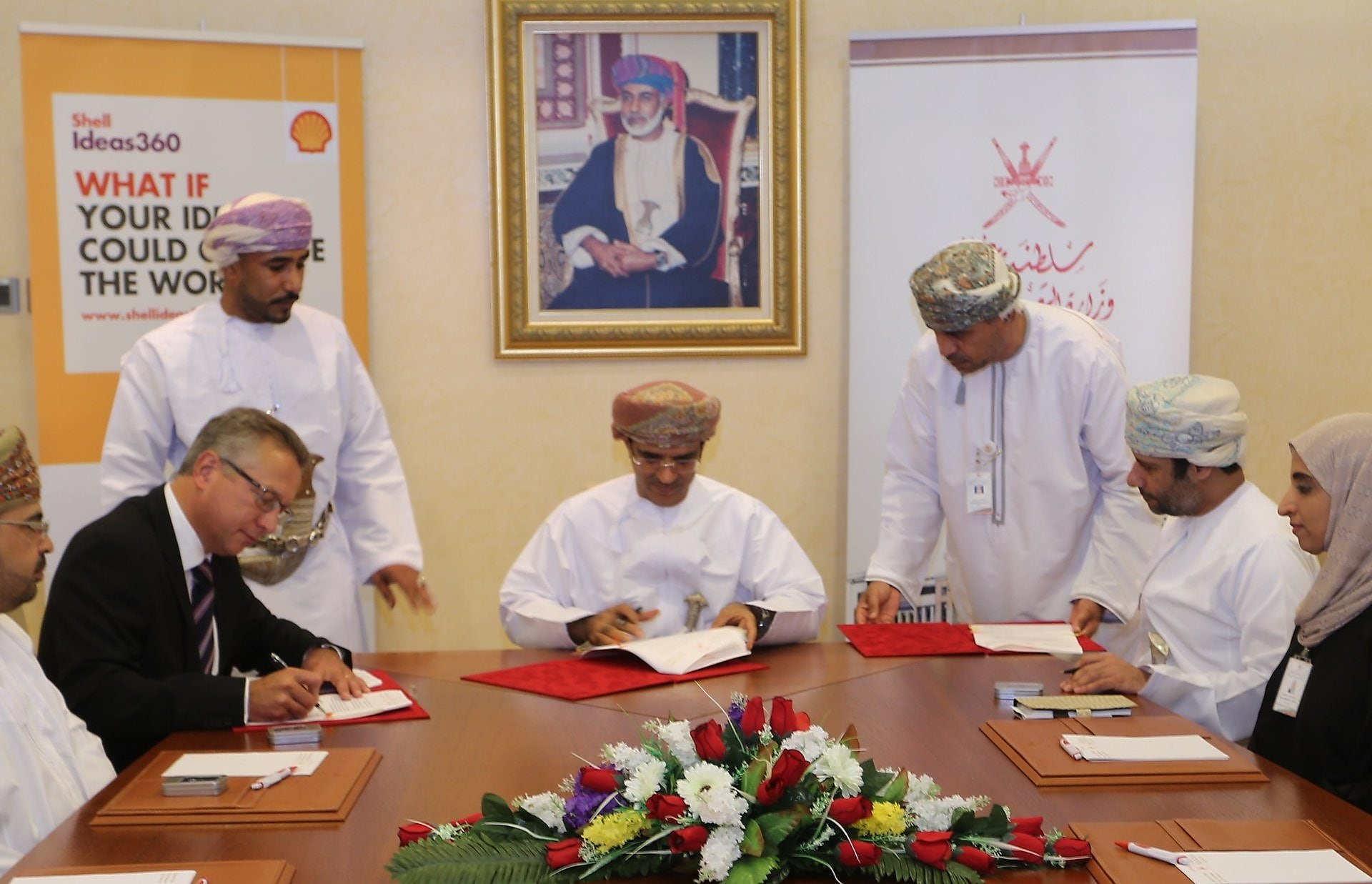ministry of Oman & shell signing agreement